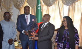 Son Excellence Monsieur Azali Assoumani Président de l'Union des Comores reçoit le rapport sur l'état de la population mondiale 2019